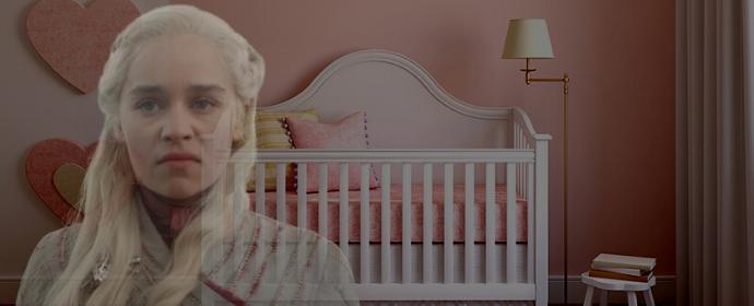 Daenerys dans une chambre d'une petite fille nommée Khaleesi